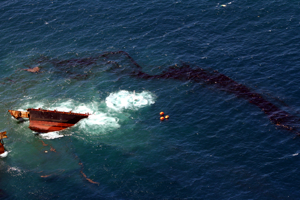 Rena Sinking on Astrolabe Reef, Rena Disaster, Oil Spill, Tauranga, New Zealand