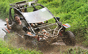 Mud Buggies : Rarotonga  : Business News Photos : Richard Moore : Photographer